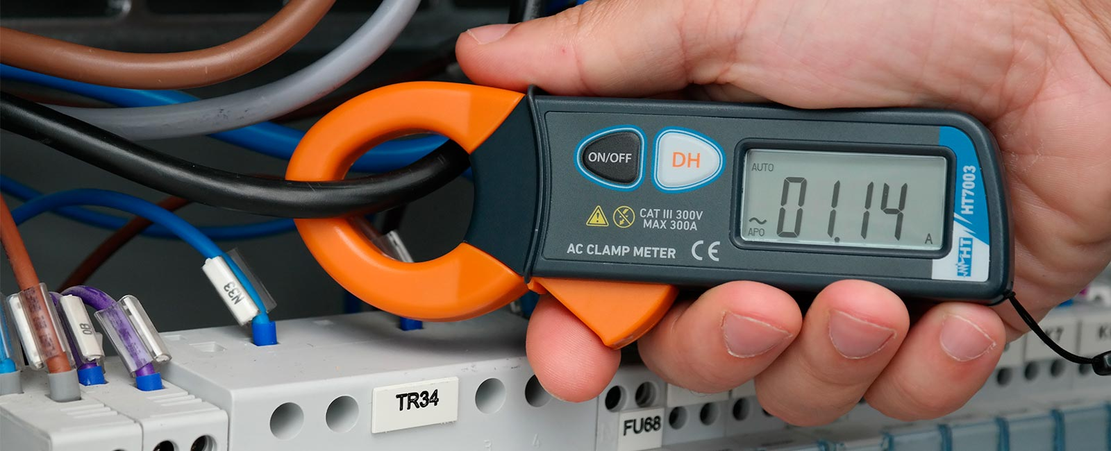 Pocket clamp meter for measuring AC current up to 300A